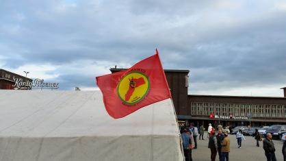 PKK-Terrorunterstützer mit THW-Zelt